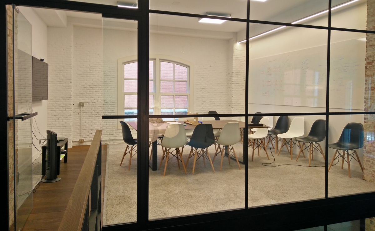 ShuttleCloud-Office-MeetingRoomUp